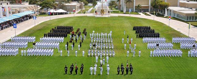 preside elcomandante supremo jura de bandera de cadetes de la henm